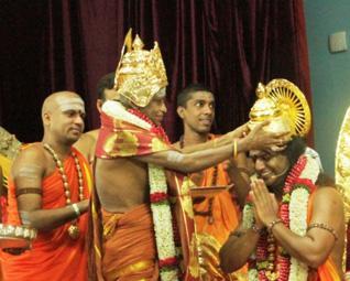 Nithynanda Being Crowned by Maduraii Adheenam