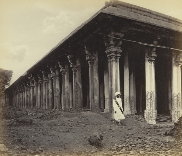 Thousand Pillar Srirangam.jpg