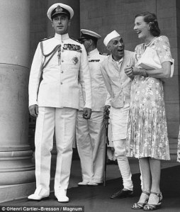 Mountbatten,Nehru and Edwina.jpg