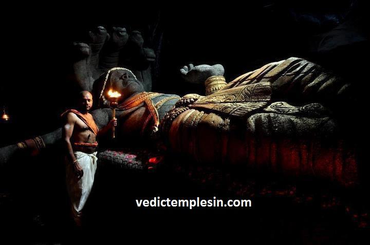 Padmanabha in ananthasayanam.jpg