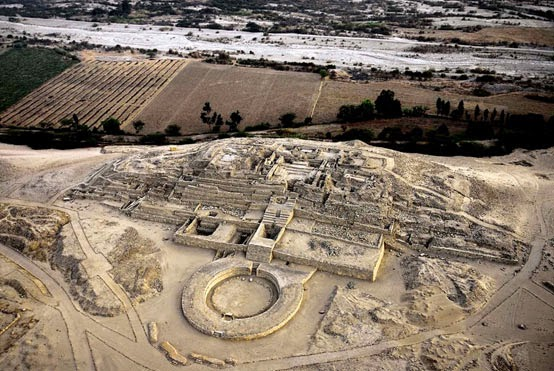 Remains of the ancient temple complex  of Caral-Supe, Peru. jpg