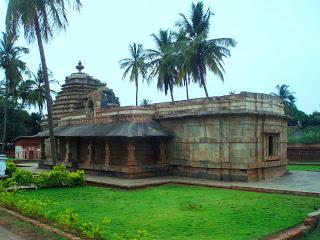 Bhuvarahaswamy Temple,Halasi.image.jpg
