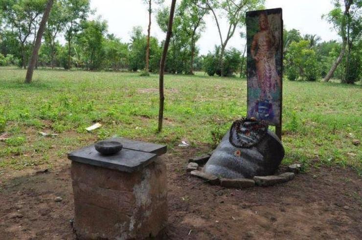 King Rajarajan Burial Place in Mudikondan