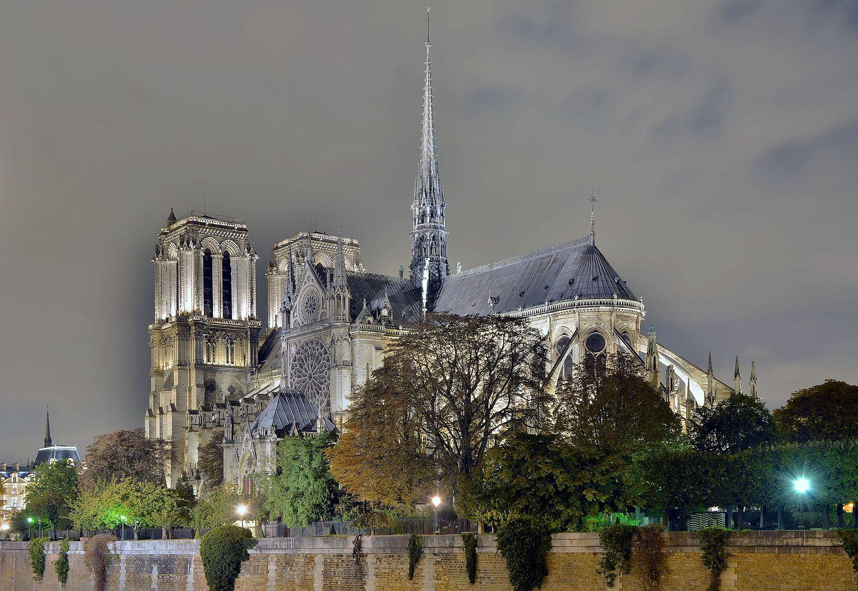 1487px-notre-dame_de_paris_from_the_pont_de_l27archevc3aachc3a9_by_night