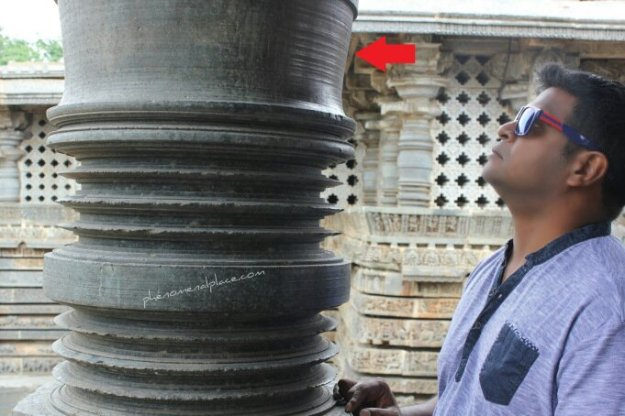 Pillar in Hoysaleswara Temple. Image